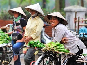 Vietnamese ladies laughing with bicycles